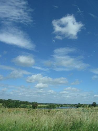 12・そして地上では。雲を見上げる人がいる。.jpg