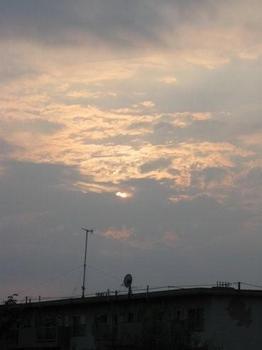 5時27分 雲間から夕日が。。。.jpg