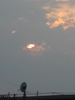 5時31分 その下の雲間に降りてきた@:@.jpg