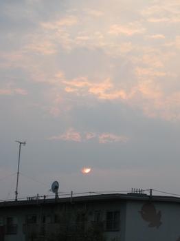 5時39分 またまたしたの雲間に降りてきた@:@.jpg
