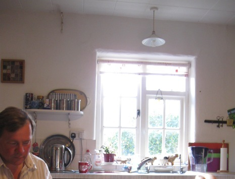 Dディーラーさんの可愛いキッチンでお茶をご馳走に♪.jpg