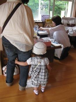 おばあちゃんの手作り帽子 可愛いお孫ちゃん.jpg