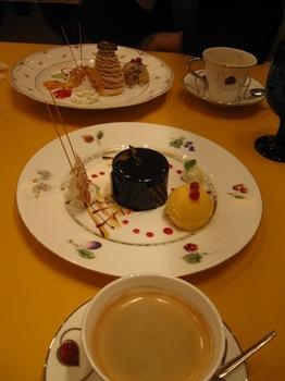 お互い話が尽きず ケーキを追加(笑).jpg