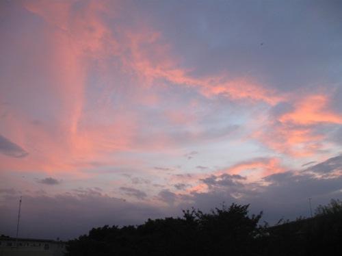 なんだか怖いような夕焼け雲.jpg