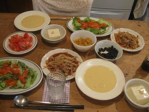 もやし炒め サーモンサラダ ポタージュ 豆腐って 何料理(笑).jpg