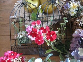 アイアンの壁飾りに可愛い花をもりましょう♪.jpg