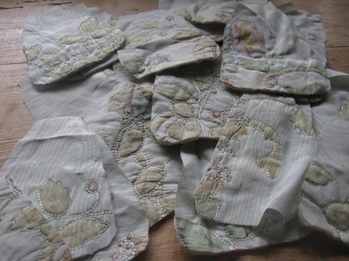 イギリスだ買ってきたビンテージの布でミニドールを机います.jpg
