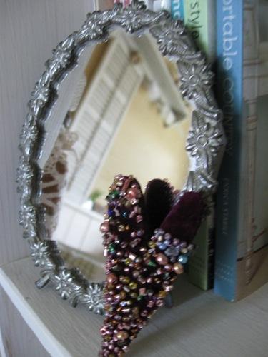 イギリスで買ったクラシカルな鏡には・・・。.jpg