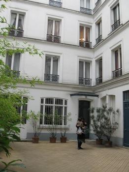 パリのアパルトマンにお招きいただきました♪.jpg