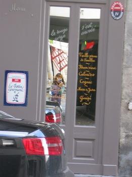 フル―ルドクール21街角を写している私.jpg