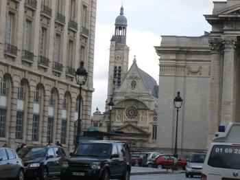 フル―ルドクール5 古い教会今は美術館に.jpg