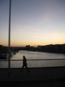 ホテルの前のセーヌ川 23日夕方到着.jpg