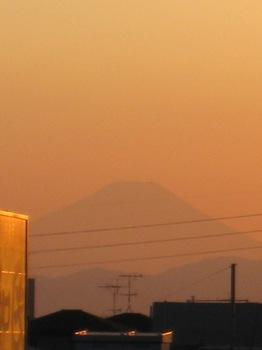 上尾駅西口正面に富士山発見!!.jpg