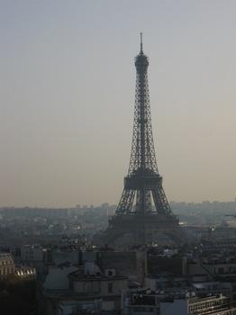 凱旋門屋上から1 まず エッフェル塔を見て.jpg
