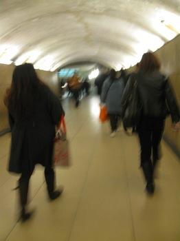 凱旋門6地下道を通って、、、.jpg