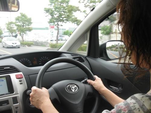 初めは少し緊張 でもすぐに慣れてリラックス運転のきくちゃん♪.jpg