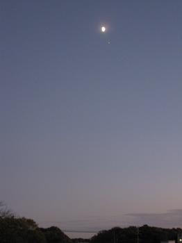 反対側には月と一番星が。。。.jpg