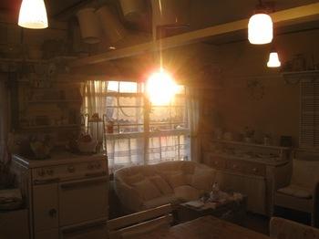 夕方 4時37分 夕日が部屋中を照らします.jpg