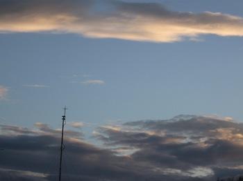 夕方絵のような空になった.jpg