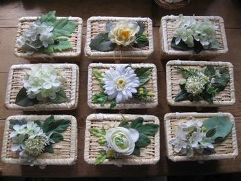 小さな籠の蓋にお花をつけて 小物入れ可愛い~♪.jpg