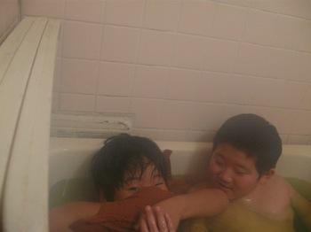 従兄弟同士 仲良くお風呂.jpg