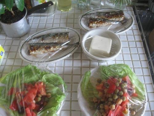 昨日の朝は 夜用にさんま・サラダを作って♪.jpg