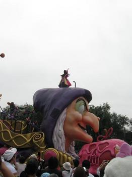 昼のハロウィンパレード.jpg