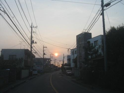 朝日が昇るのを見ながらお父ちゃんの車で駅に送ってもらいます.jpg