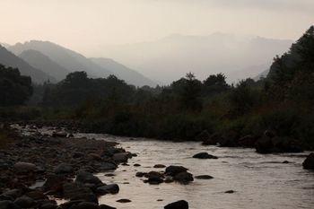 朝日が昇る前の黒谷川.jpg