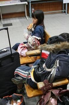 清里駅...電車待ち.jpg