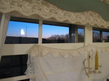 窓から暮れゆく空が見えます.jpg