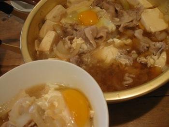 肉豆腐鍋に卵を落として♪.jpg