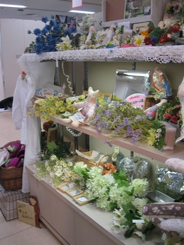 花と人形と布小物のコラボ♪.jpg