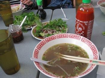 遅いランチは ベトナム料理 フォー♪.jpg