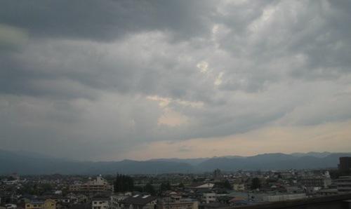 雲が低くなってきた 早く帰ろう.jpg