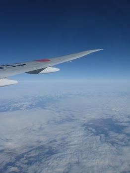 雲の上には真っ青な空が.jpg