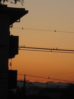 雲を光で縁取りながら朝日が昇る 感動だ!.jpg