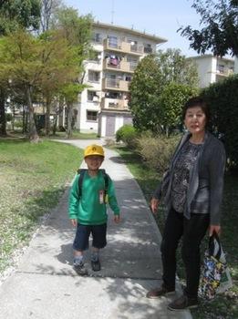 顔見しりの奥さんのお孫さん ピカピカの一年生.jpg