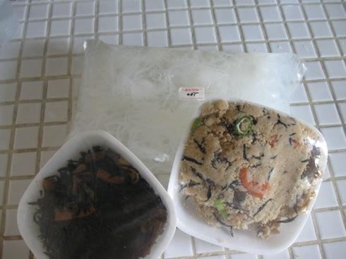 顔見知りの出店のお豆腐屋さんで惣菜と結びこんにゃくを♪.jpg