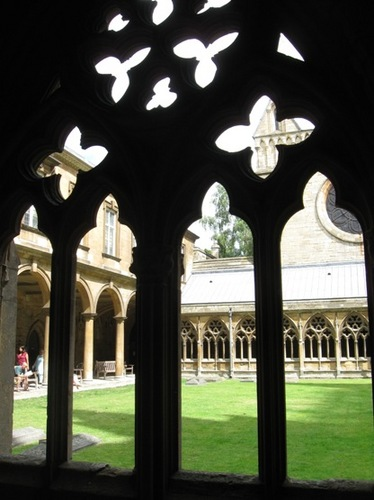 M教会の中庭.jpg