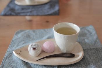 お茶と菓子…幸せ♪.jpg