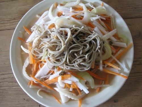 サラダのような中華味の日本蕎麦 作って食べました♪.jpg