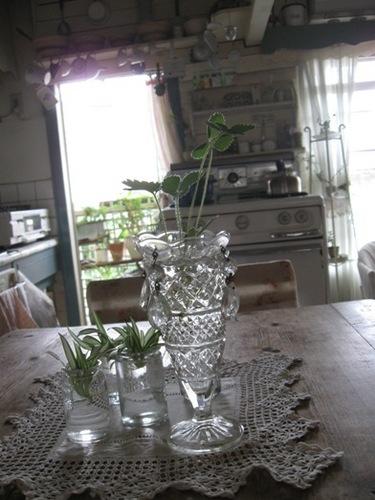 テーブルからアンティークオーブンを いい存在感です♪.jpg