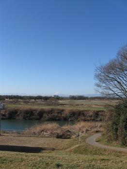 丘に登って富士山を見たら横の道へ・・・.jpg