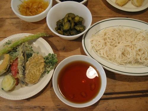 今日は簡単に天ぷらを買って 麺をゆでて♪.jpg
