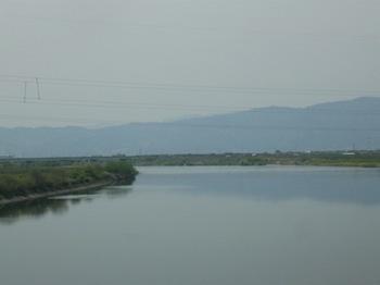 名古屋に着く前の大きな川.jpg